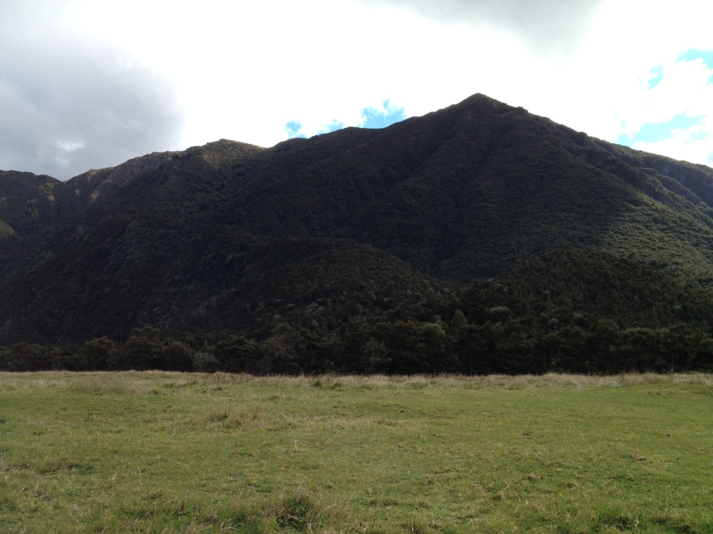 The ridge leading to Kiwi Saddle