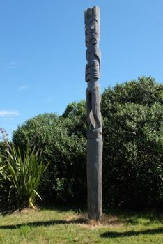 Pouwhenua - guarding the site