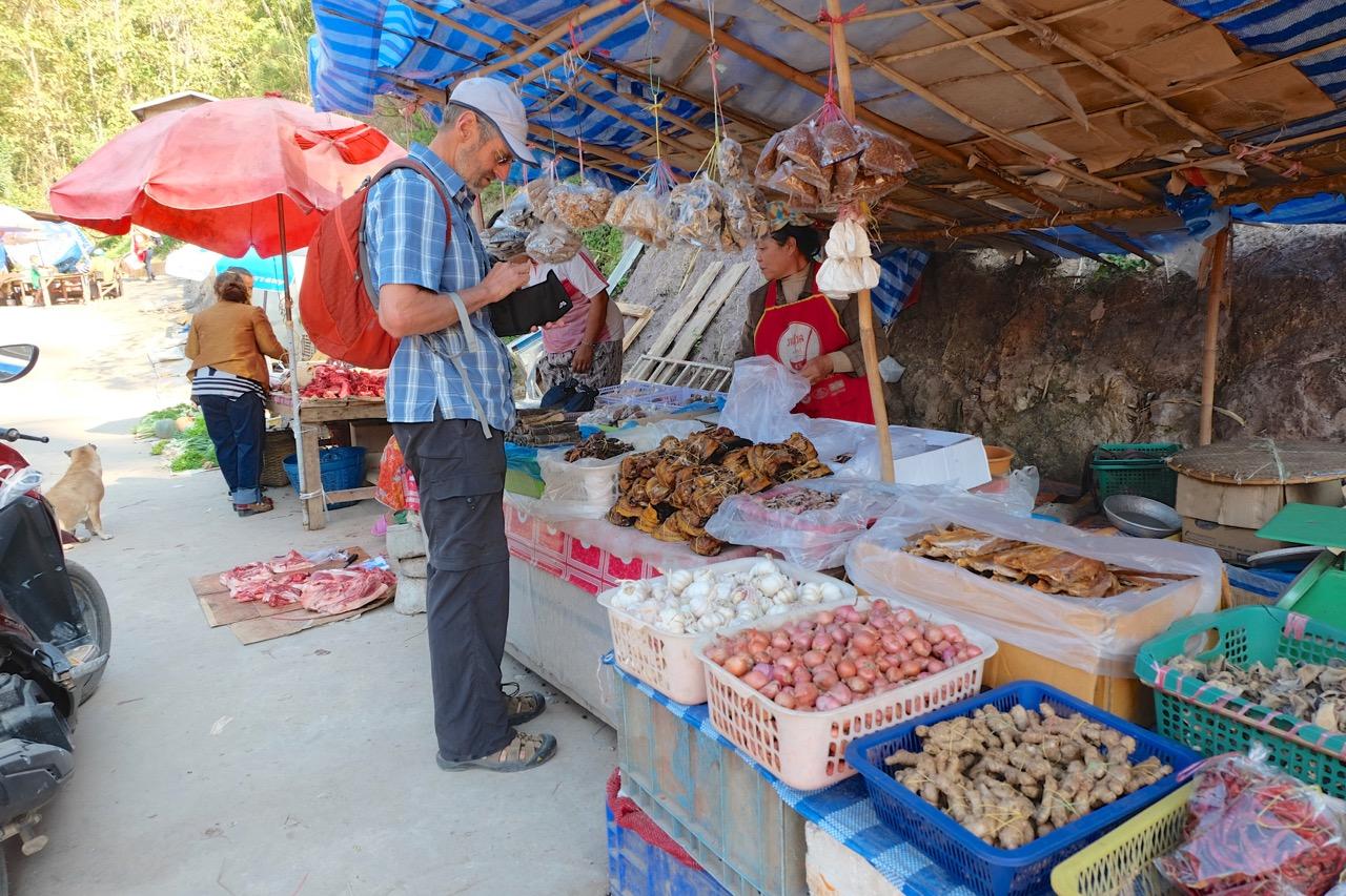 Pak Beng morning market
