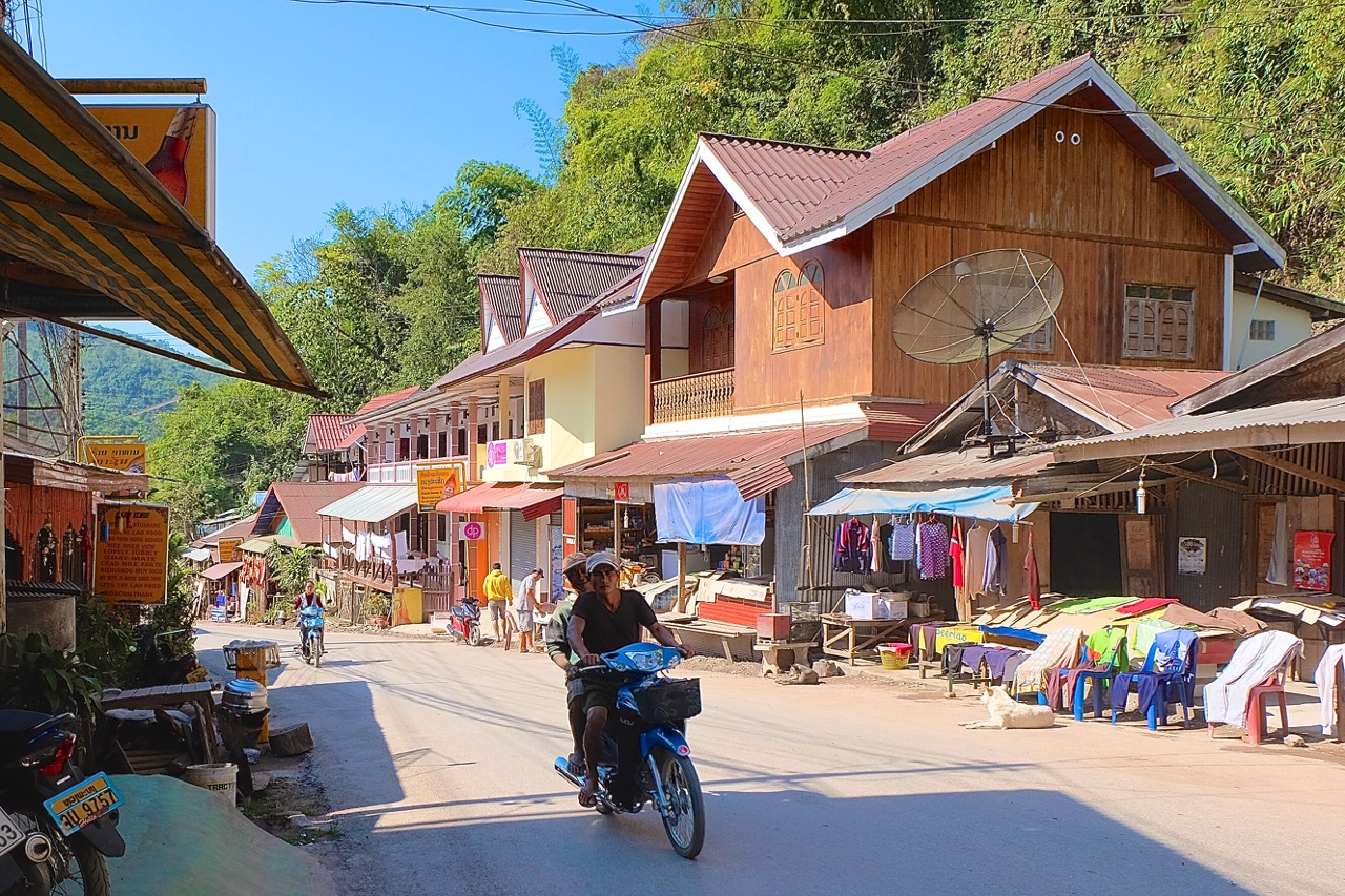 The main street of Pak Beng