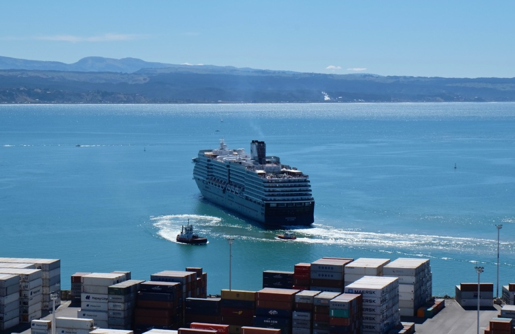 The Oosterdam leaves Napier Port