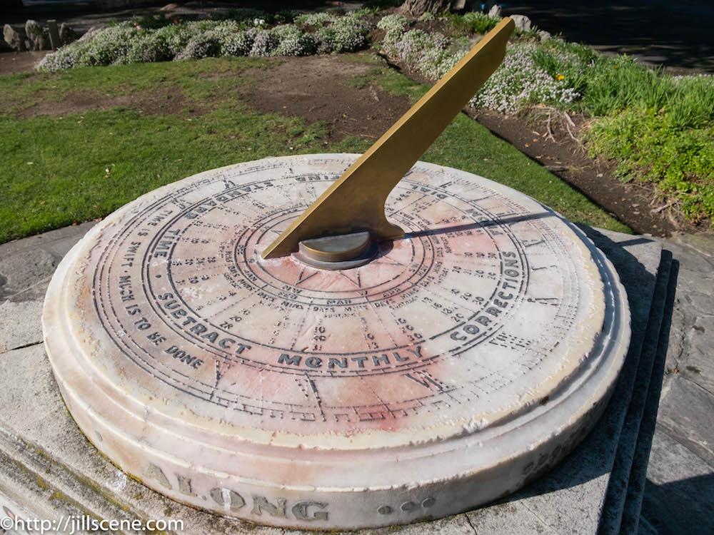 The Kirk Sundial, Napier