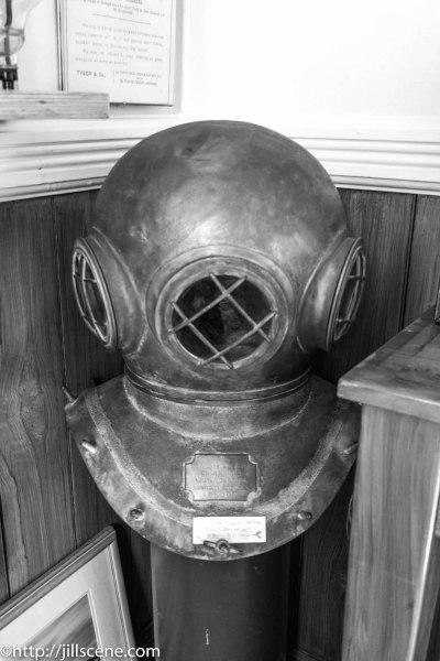 Diver's helmet, CustomHouse, Ahurir, Napier